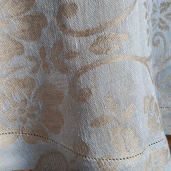 SKY BLUE ROUND TABLECLOTH DETAIL