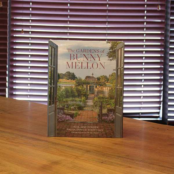 LINDA JANE HOLDEN: THE GARDENS OF BUNNY MELLON