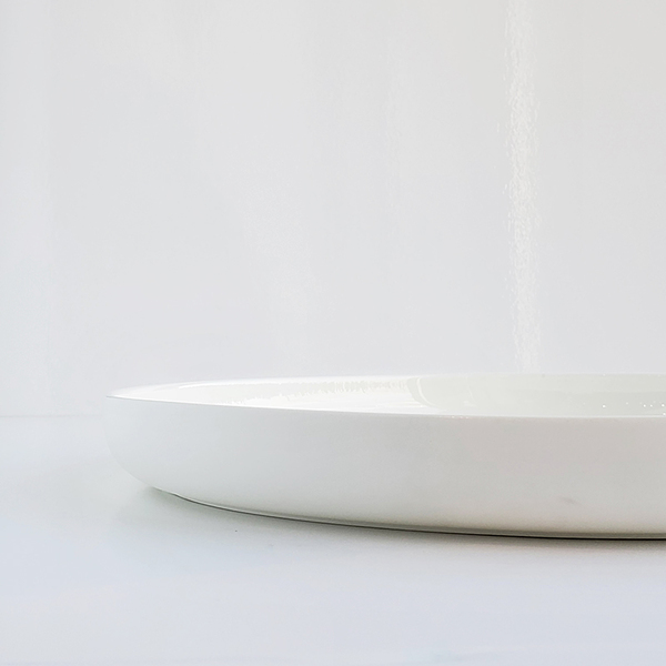 LARGE DEEP WHITE PLATE DETAIL